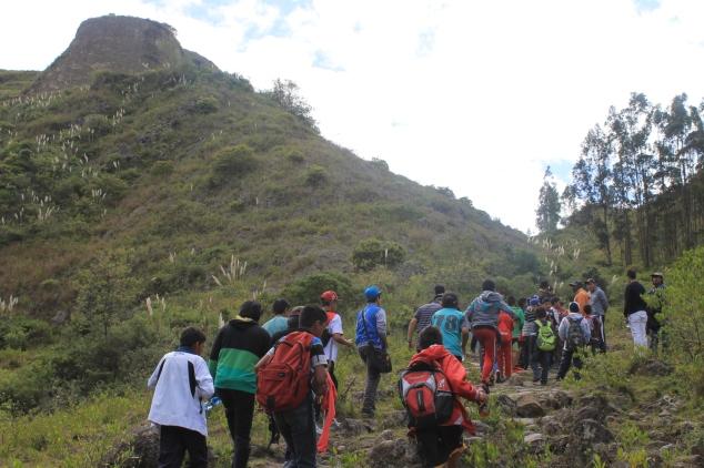 Niños y jóvenes en Cuenca caminaron por el Qhapac Ñan luego de la declaratoria.