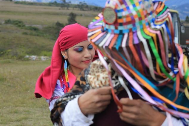 Baile folclórico durante el ritual de agradecimiento.